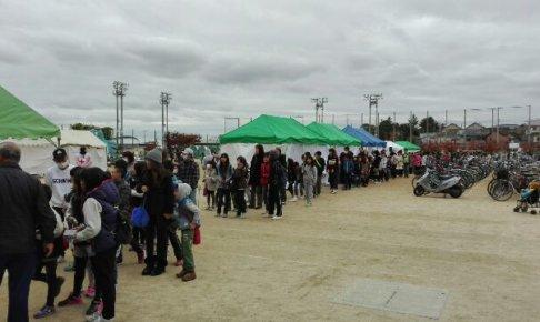 堺市で開催されたこどもの広場。長蛇の列