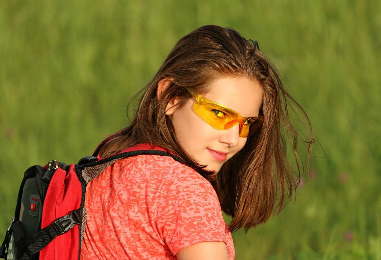 旅にでる女性。ウェルカムゲートからヒッチハイクするのがおすすめ
