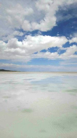 ウユニ塩湖の写真を編集で明るくしてみた