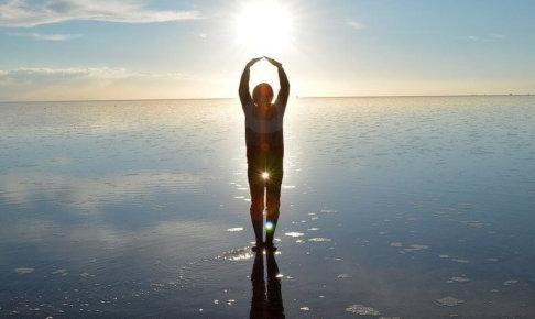 ウユニ塩湖に映る人影