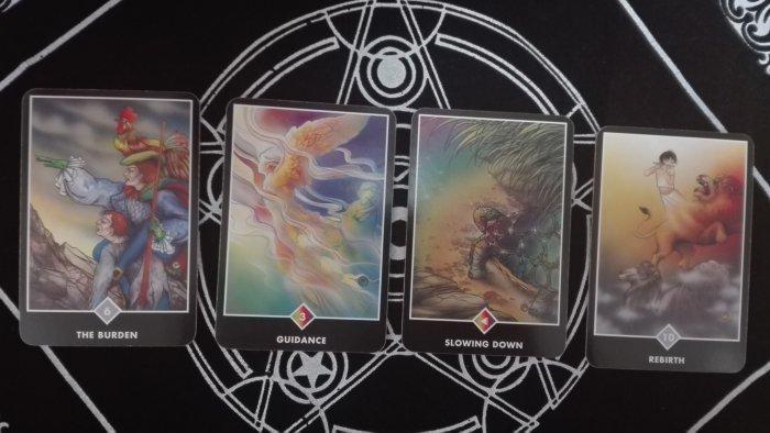 友美さんが引いた4枚のカード。どうすれば彼と復縁できるか