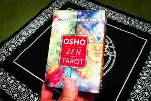 OSHO禅タロット ミニ版。この中にカードと説明書が入っている。