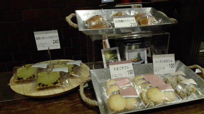 鶴橋のラガールの店内ではお菓子が販売されていた