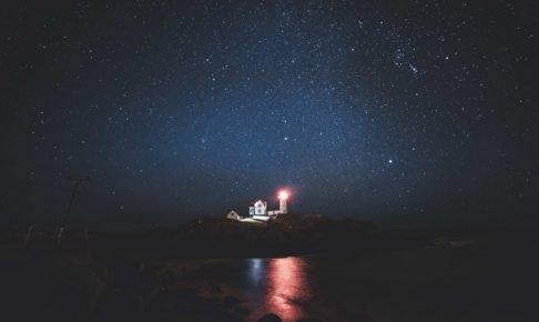 灯台の明かりがチラッと見える