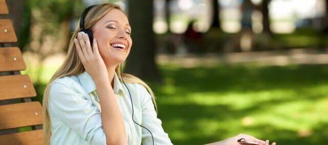 音楽を聴いたりして今を生きている実感を感じている人