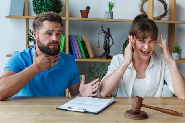 浮気した男の話を聞くだけで耳が痛くなっている妻